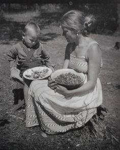 Young Andrei and his mother, Maria Vishnyakova, Yurevets (1935)