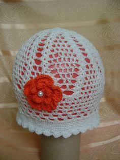 biała z czerwonym kwiatkiem
