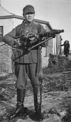 MG 34 operator, note the drum magazine that enables this weapon to be operated as a light machine gun.