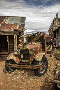 It is so sad to see these old cars and trucks rust away instead of being done up and put into a museum. Abandoned Buildings, Abandoned Houses, Abandoned Places, Abandoned Vehicles, Pompe A Essence, Rust In Peace, Rusty Cars, Old Barns, Vintage Trucks