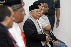 MUI benarkan mengutus Habib Rizieq kawal kasus terdakwa Ahok  JAKARTA (Arrahmah.com) - Ketua Umum Majelis Ulama Indonesia (MUI) Ma'aruf Amin menegaskan dalam kesaksiannya di pengadilan kasus penodaan agama dengan terdakwa Ahok Selasa (31/1/2017) bahwa pihaknya telah mengutus Imam Besar Front Pembela Islam (FPI) Habib Rizieq Shihab sebagai ahli agama yang mengawal kasus dugaan penistaan agama yang dilakukan terdakwa Basuki Tjahaja Purnama (Ahok).  Pernyataan tersebut dilontarkan sebagai…