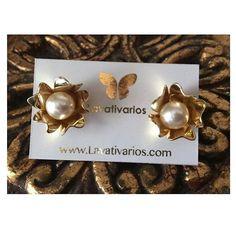 By  Lavativarios La elegancia de las perlas con la belleza de las flores Perfecta combinación!  #Perlas #beautiful #exclusive Shop vía  Info@lavativarios.com Web: WWW.LAVATIVARIOS.COM   DIRECTORIO MMODA  #Tendencias con sello Venezolano  #DirectorioMModa #MModaVenezuela #DiseñoVenezolano #Venezuela #instafashion #yousodiseñovenezolano #moda #fashion #jewelry #earrings #handmade #designer