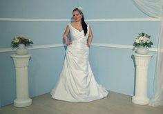 Angely Henriette http://www.wunsch-brautkleid.de/Hochzeitskleid-Angely-Weiss-groesse-52-Neuware-fuer-500euro-3288.html