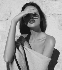black and white aesthetic natural beauty lipstick Black And White Aesthetic, Black N White, Aesthetic Photo, Aesthetic Girl, Images Esthétiques, Parisienne Chic, Foto Casual, Hair Photo, Photo Instagram