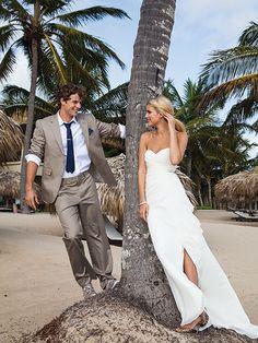 Summer Wedding Dresses - Beach Wedding idea for a pose Beach Wedding Photos, Wedding Poses, Wedding Ceremony, Wedding Beach, Wedding Ideas, Wedding Pictures, Wedding Stuff, Destination Wedding, Wedding Dress Shopping