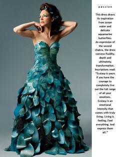 ღღღ Peacock Dress- love this, it looks like a sculpture! Paper Fashion, Fashion Art, Fashion Show, Dress Fashion, Origami Fashion, Woman Fashion, Paper Clothes, Paper Dresses, Barbie Clothes