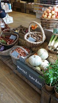 Daylesford Organics London North Yorkshire, Farm To People, Eco Friendly Stores, Produce Displays, Farm Cafe, Organic Market, Supermarket Design, Food Retail, Farm Store