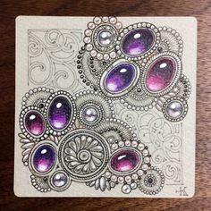 色のついた紙に宝石を描きたくなって、前に買っておいた色紙を出してきました。…