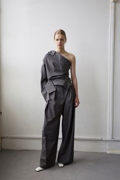 AMM blog | Oversized shirting and billowing fabric dominate A.W.A.K.E.'s Resort'18