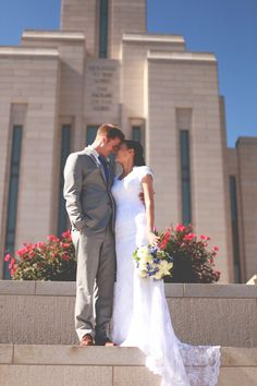 lizzielovephotography.com