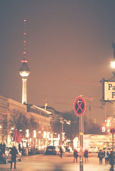 Unter den Linden & TV tower Places To Travel, Places To See, Berlin Berlin, Central Europe, Great Pictures, Im In Love, Wonderful Places, Cn Tower, Seattle Skyline