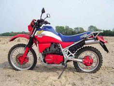 Manufactured from 1983 to 1986 Enduro Vintage, Vintage Bikes, Vintage Motorcycles, Custom Motorcycles, Motos Yamaha, Honda Scrambler, Enduro Motorcycle, Honda Dirt Bike, Honda 750