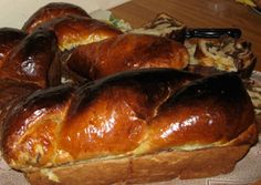 Romanian Walnut Panetone (Cozonaci cu nuca). Romanian Food, Romanian Recipes, Wines, Nom Nom, Pork, Bread, Panettone, Kale Stir Fry, Pigs