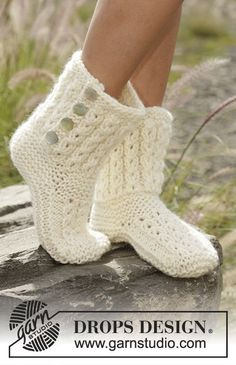 Walk in the Clouds slipoers with cables by DROPS Design  Free Knitting Pattern