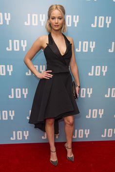 Jennifer Lawrence ose le décolleté extrême à la première de Joy   News   Premiere.fr
