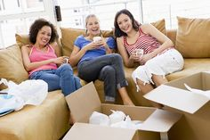 10 Things To Do before moving out of your Student House and how to avoid deposit charges! Student House, Student Life, Dorm Life, College Life, Washable Wallpaper, International Scholarships, Residence Life, Resident Assistant, Res Life