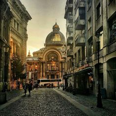 Edgy and eclectic, Bucharest is worth visiting in all seasons. You will find many things to do in Bucharest during the summer season. Beautiful Castles, Beautiful Buildings, Beautiful Places, Visit Romania, Romania Travel, Bucharest Romania, Best Cities, Eastern Europe, Places To See