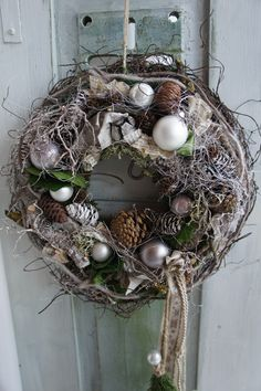 "Türkranz "" Winterzeit...."" von Trödelliebelei.... auf DaWanda.com Christmas Advent Wreath, Holiday Wreaths, Christmas Time, Christmas Design, Rustic Christmas, Vintage Christmas, Xmas Decorations, Flower Decorations, Christmas In England"