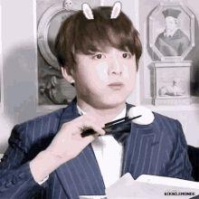 Imagines e reacts do grupo BTS # Fanfic # amreading # books # wattpad Bts Jungkook, Jungkook Eating, Bangtan Bomb, Yoongi, Hoseok, Seokjin, Kim Namjoon, Kim Taehyung, Jung Kook