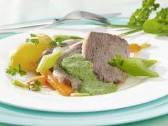 Tafelspitz mit Gemüse und Kräutersoße ist ein Rezept mit frischen Zutaten aus der Kategorie Klassische Sauce. Probieren Sie dieses und weitere Rezepte von EAT SMARTER!