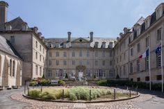 TAPISSERIE DE BAYEUX EST UNE BRODERIE - Louvre, Mansions, House Styles, Building, Travel, Google, Home Decor, France, Embroidery