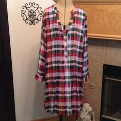 """NEW WITHOUT TAGS-ENTRO-SIZE LARGE-DRESS VERY PRETTY DRESS OR TOP-LINED-100% RAYON-FROM ARMHOLE TO ARMHOLE IS ABOUT 16""""-LENGTH IS ABOUT 34 1/2""""-PLETES IN THE FRONT AND A VERY PRETTY BUTTON DESIGN IN THE BACK-COLORS ARE GREENS, PINKS SOME PURPLE AND PEACH-LOVE THIS DRESS-POCKETS IN FRONT Entro Dresses Midi"""
