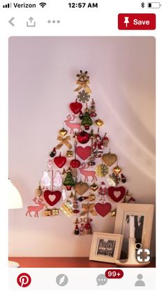 Easy Ideas for Handmade Christmas Decor. Spread holiday cheer with these Wall Christmas Tree - Alternative Christmas Tree Ideas and other holiday ideas. Wall Christmas Tree, Christmas Tree Design, Noel Christmas, Diy Christmas Ornaments, Winter Christmas, Handmade Christmas, Christmas Tree Decorations, Ornaments Ideas, Christmas Ideas