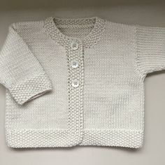 Baby Emily Knitting pattern by Stella AckroydA classic DK weight baby cardigan with elegant features and classic styling.Daisies new knitting mills till 2015 absolutely klein new favorite cardigan and a striped lama – ArtofitThis double knitting ya Baby Cardigan Knitting Pattern Free, Cardigan Pattern, Jacket Pattern, Knitted Baby Cardigan, Knit Baby Sweaters, Baby Knitting Patterns Free Newborn, Baby Knits, Baby Emily, Cardigan Bebe