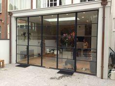 Light and industrial steel doors Stacker Doors, Steel Doors And Windows, Window Frames, Window Wall, House Extensions, Patio Doors, Design Case, Glass Door, Exterior Design