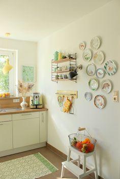 Küche mit Wandteller von www.pfefferminzgruen.blogspot.de