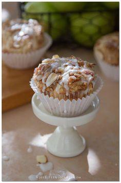 Amaretto Apple Streusel Cupcakes
