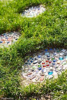 Precious Tips for Outdoor Gardens - Modern Gnome Garden, Garden Paths, Diy Garden, Mosaic Garden Art, Patio Plants, Diy Patio, Garden Inspiration, Beautiful Gardens, Outdoor Gardens