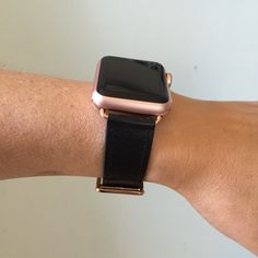 Black Apple Watch band with rose gold hardware. Black Apple Watch Band, Apple Watch Leather, Rose Gold Apple Watch, Apple Watch Bands, Pink Apple, Apple Products, Gold Hardware, Things To Sell, Smartwatch
