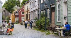Bakklandet i Trondheim med sin fargerike trehusbebyggelse er verdt å se. Foto: Visit Norway