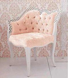 Antique chair that looks more Shabby Chic now Estilo Hollywood Regency, Vintage Furniture, Furniture Design, Industrial Furniture, Vintage Industrial, Industrial Style, Deco Baroque, Baroque Decor, Pouf Design
