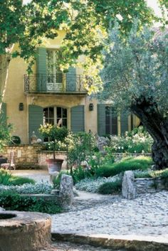 this color blue on exterior trim - Saint remy de Provence, Luberon Beautiful Gardens, Beautiful Homes, Beautiful Places, House Beautiful, Country Patio, Country Decor, Country Living, French Country Style, French Country Gardens