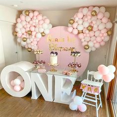 Minnie Mouse Birthday Theme, 2nd Birthday Party For Girl, Baby Birthday Themes, Birthday Kids, Bolo Da Minnie Mouse, Minnie Mouse Birthday Decorations, Disney Parties, Mouse Parties, Mickey Cakes