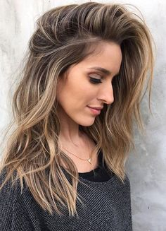 ▷ Welche Haarfarbe passt zu mir - Tipps, Ideen und viele Bilder zum Vergleichen - Nase mit Buckel, dunkler Ansatz, blond-braune Spitzen, Strickbluse Imágenes efectivas que le propor - Hair Color Balayage, Ombre Hair, Magenta Hair, Bayalage, Which Hair Colour Suits Me, Color Rubio, Brown Blonde Hair, Blonde Highlights On Dark Hair Brunettes, Hair Color For Brunettes