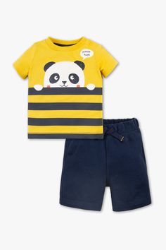 Baby-Outfit - 2 teilig | C&A Baby Outfits, Kids Outfits, Baby Boy Dress, Baby Boy Shoes, Kids Clothes Boys, Kids Boys, Toddler Fashion, Boy Fashion, Niedlicher Panda
