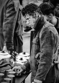 Harry Styles on the set of the movie Dunkirk. Harry Styles Pictures, One Direction Pictures, Larry, Harry Styles Dunkirk, Bae, Mr Style, Irish Men, 1d And 5sos, Harry Edward Styles