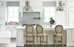 hood+in+between+windows+kitchen+sink+in+island+allison+hennessy+trad+home1.jpg 892×570 pixels