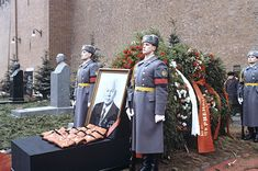 Honor guard at the tomb of K.U. Chernenko on Red Square near the Kremlin wall. Photo: RIA Novosti / Alexander Makarov