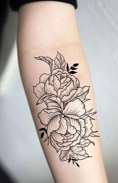 Traditional peony forearm tattoo ideas for women - vintage floral black outline arm tat - ideas Delicate Flower Tattoo, Flower Tattoo Back, Small Flower Tattoos, Flower Tattoo Designs, Tattoo Flowers, Sunflower Tattoo Shoulder, Sunflower Tattoo Small, Tattoo Dotwork, Marquesan Tattoos