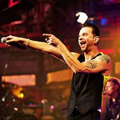 How to make me happy. Down To The Bone, Martin Gore, Solo Pics, Dave Gahan, Cool Bands, Concert, Music, Happy, Life