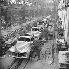 1948 - Atelier de ferrage des Peugeot 203