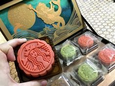 mooncake box - For the arrival of the Mid-Autumn Festival this year, Starbucks is releasing a limited-edition mooncake box in order to mark the special occasion. Cafe Food, Food N, Food And Drink, Cap Cake, Pastry And Bakery, Moon Cake, Starbucks Coffee, Food Design, Baked Goods