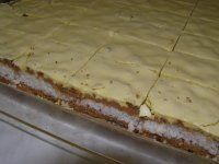 Vynikajúce orechové rezy so žĺtkovou polevou | Mimibazar.sk Eastern European Recipes, Cheesecake, Yummy Food, Bread, Kitchen, Basket, Bakken, Cooking, Delicious Food