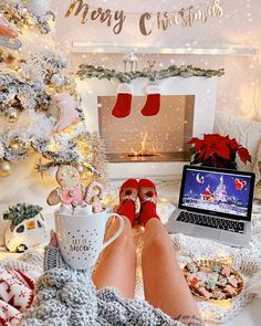 days till Christmas🎄 What's your favorite Christmas fragrance? Its Christmas Eve, Elegant Christmas Decor, Cosy Christmas, Christmas Feeling, Merry Little Christmas, Christmas Aesthetic, All Things Christmas, Christmas Holidays, Christmas Decorations