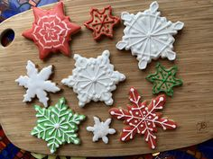 Snowflake decorated sugar cookies royal icing Sugar Cookie Royal Icing, Sugar Cookies, Davids Cookies, Snowflakes, Desserts, Food, Decor, Tailgate Desserts, Deserts