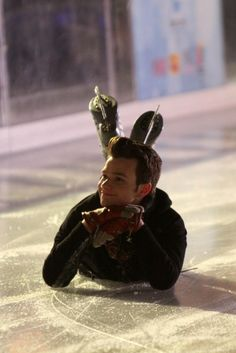 glee ice skating behind the scenes, ohmyword Chris Colfer, how you make me smile(: